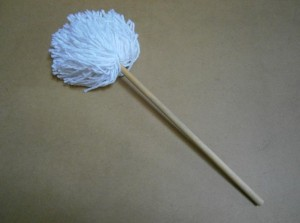 JUG MOPS WOOD HANDLE      ** D